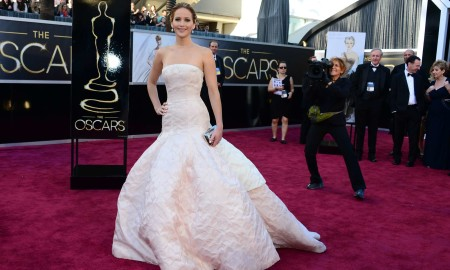 Jennifer-Lawrence-in-in-long-white-dress-at-Oscars-2013--11