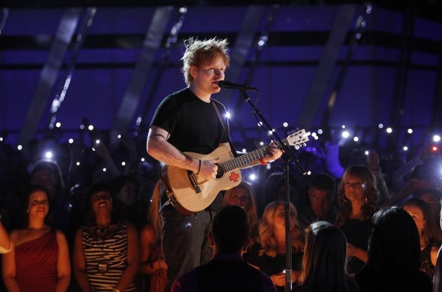 "(Watch) Ed Sheeran Performs Acoustic Version of ""Lego House"" at the Billboard Music Awards"