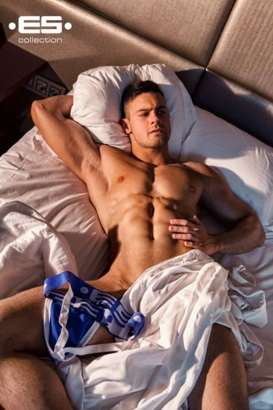Kirill-Dowidoff-Hot-EsCollection-Burbujas-De-Deseo-01-533x800