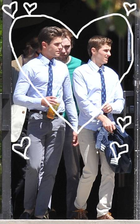 zac-efron-on-the-set-of-townies-holding-tea(1)__oPt
