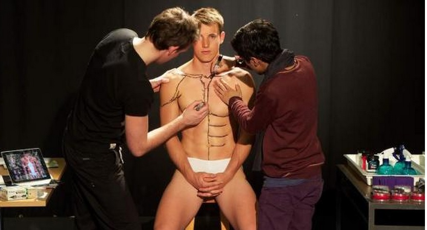 Professor Teaches Human Anatomy By Painting Student's Hot Body