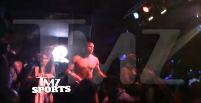 Watch: Openly Gay NFL Prospect Michael Sam, Shows Off His Shirtless Dance Moves At Gay Bar