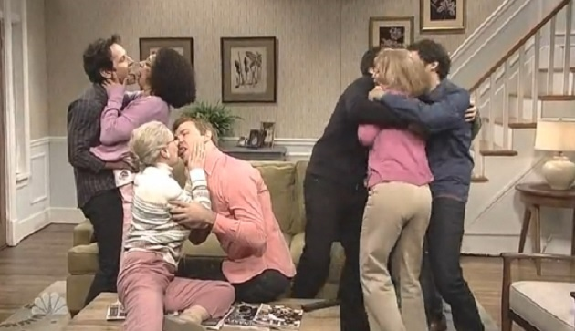 SNL's Michael Sam Kissing Outrage Hypocrisy Skit Ends With Giant Make-Out Session